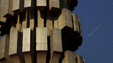 Pengamatan terbaik di daerah minim cahaya, cuaca cerah, terhindar dari pohon dan gedung. (REUTERS/Dado Ruvic)