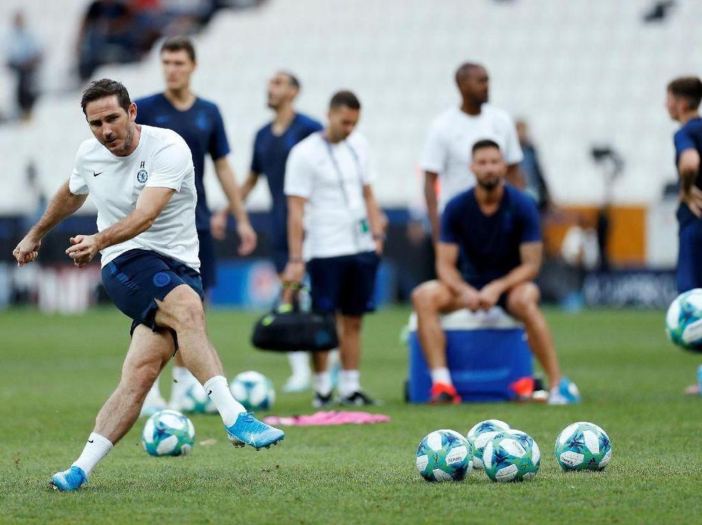 Latihan Chelsea dipimpin langsung oleh Frank Lampard. Reuters/John Sibley.