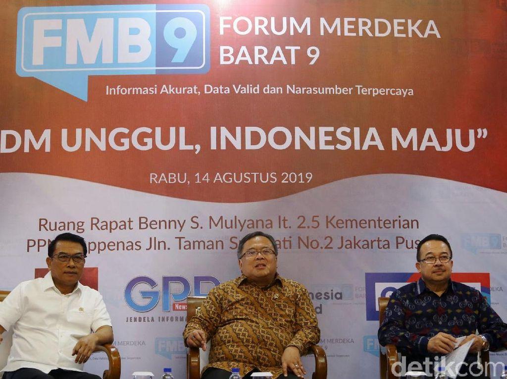 Kepala Staff Kepresidenan Moeldoko, Kepala Bappenas Bambang Brodjonegoro, dan Guru Besar FEUI Rhenald Kasali menjadi pembicara diskusi Forum Merdeka Barat 9 (FMB9) di Kantor Bappenas, Jakarta.
