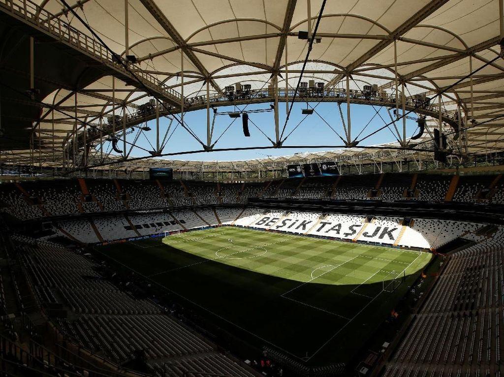 Stadion ini akan menjadi saksi keperkasaan dua klub asal Inggris tersebut. Seperti diketahui, ini adalah pertama kalinya dua tim Inggris akan memperebutkan trofi Piala Super Eropa. Reuters/John Sibley.