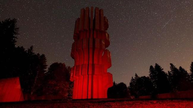 Fenomena ini bisa diamati dengan mata telanjang tanpaperlu memakai teleskop. (REUTERS/Dado Ruvic