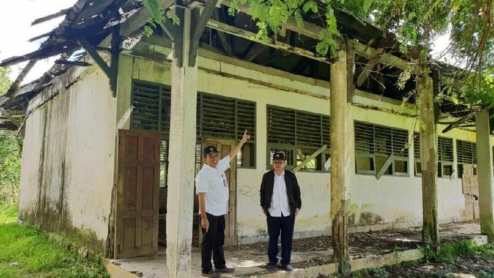 Kementerian Pekerjaan Umum dan Perumahan Rakyat (PUPR) bakal memperbaiki 2.002 bangunan sekolah (SD, SMP dan SMU) dan 195 madrasah