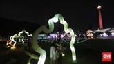 Dinas Pariwisata dan Kebudayaan DKI Jakarta menggelar Festival of Light di Taman Selatan Monas dalam rangka Monas Week dan memeriahkan HUT ke 74 Republik Indonesia. (CNN Indonesia/Adhi Wicaksono)