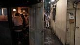 Mengutip AP,Golden Gai adalah si tua dan reyot yang tetap kokoh di tengah hiruk pikuk Tokyo. Hanya di Golden Gai, Anda dapat melihat sisa-sisa kehidupan malam ibu kota Jepang pascaperang. (AP Photo/Jae C. Hong)