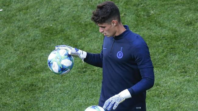 Kepa Arrizabalaga bakal berada di bawah mistar Chelsea melindungi gawang The Blues dari gempuran pemain-pemain Liverpool. (AP Photo/Lefteris Pitarakis)