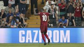 Momen Mane Beri Jersey ke Anak Gawang di Piala Super Eropa