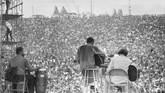 Ratusan pengunjung festival memadati area seputar panggung Woodstock ketika Richie Havens tampil. (Mark Goff Photography, Leah Demarco/Allison Goff via AP)