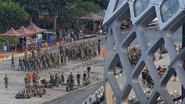 Militer China Gelar Parade di Dekat Perbatasan Hong Kong