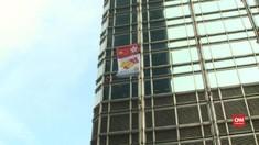VIDEO: Spider-Man dari Perancis Bawa Pesan Damai di Hong Kong
