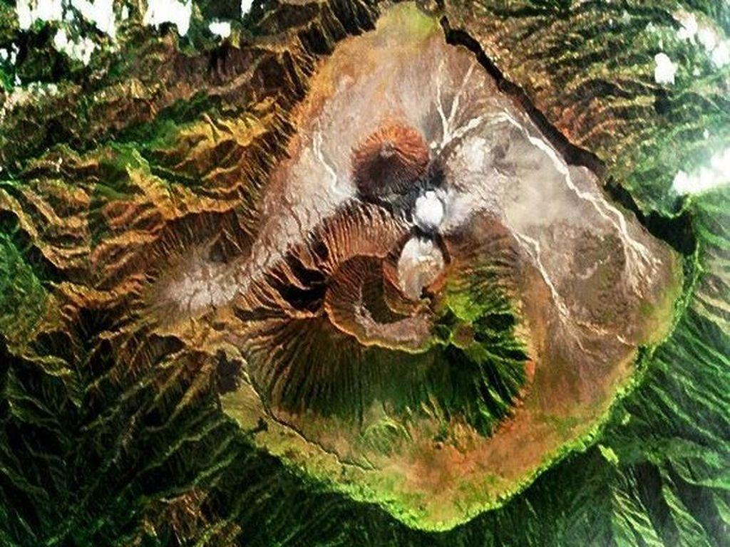 Satelit mikro Proba milik ESA merekam pemandangan gunung Bromo di Jawa Timur beberapa tahun lampau. Foto: ESA/NASA