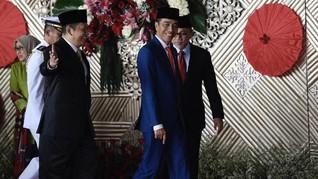 Jelang Penurunan Bendera, Jokowi Sapa Masyarakat dari Istana