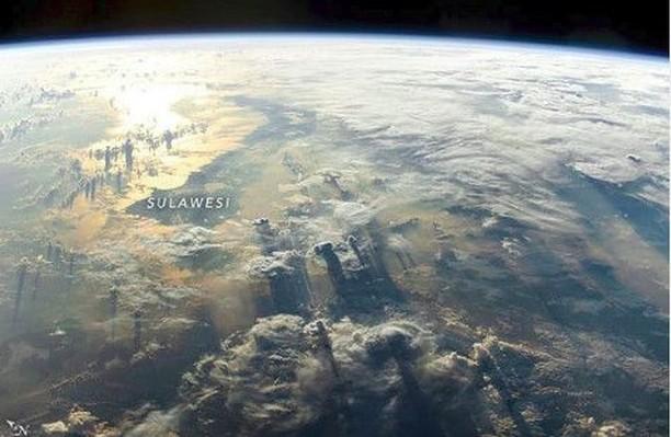 Pesona Indonesia Ketika Difoto dari Luar Angkasa