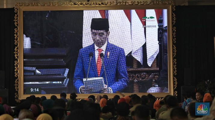 Jokowi kurang puas karena Indonesia kalah bersaing dengan negara-negara tetangga dalam menarik investasi.
