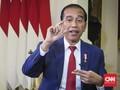 Pimpin Upacara Penurunan Bendera, Jokowi Tak Pakai Baju Adat