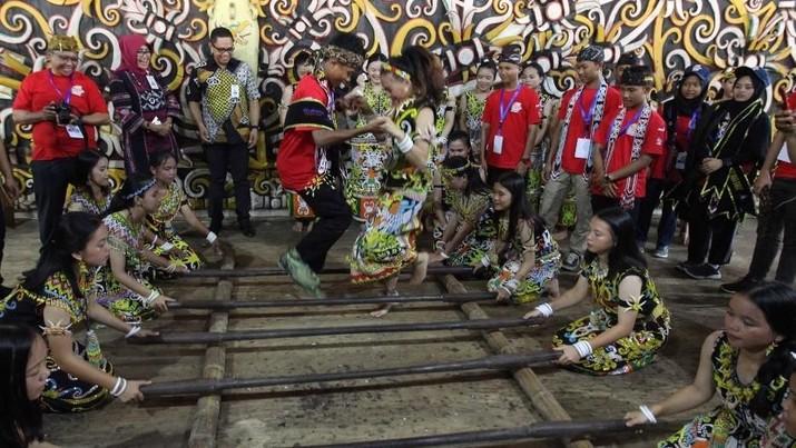 BNI mengajak pelajar dari Jawa Barat untuk mengunjungi Rumah Kreatif BUMN (RKB) yang berada di Samarinda.