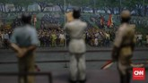 Tepat pada hari Jumat 17 Agustus 1945 pukul 10.00 pagi, di Jalan Pegangsaan Timur No.56. Pembacaan naskah proklamasi yang berlanjut pengibaran Sang Saka Merah Putih menandakan Indonesia merdeka. (CNN Indonesia/Adhi Wicaksono)