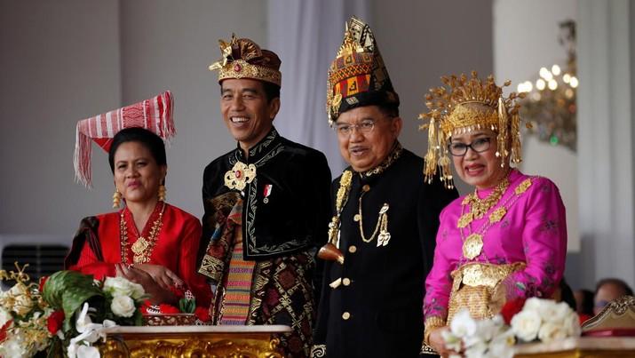 Kumpulan Gaya Jokowi dalam Beragam Pakaian Adat Nusantara