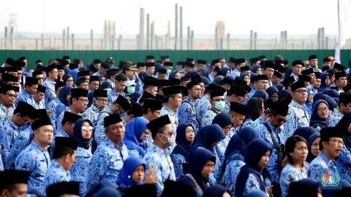 Upacara PNS di Pulau Reklamasi (CNBC Indonesia/Muhammad Sabki)