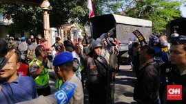 Polisi Tangkap 43 Mahasiswa dari Asrama Papua di Surabaya