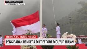 VIDEO: Pengibaran Bendera di Freeport Diguyur Hujan