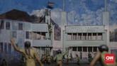 Sejumlah perlawanan di berbagai kota kembali bergelora. Di antaranya insiden perobekan bendera Merah Putih Biru di Hotel Yamato Surabaya, lalu dikenal sebagai Peristiwa 10 November. (CNN Indonesia/Adhi Wicaksono)