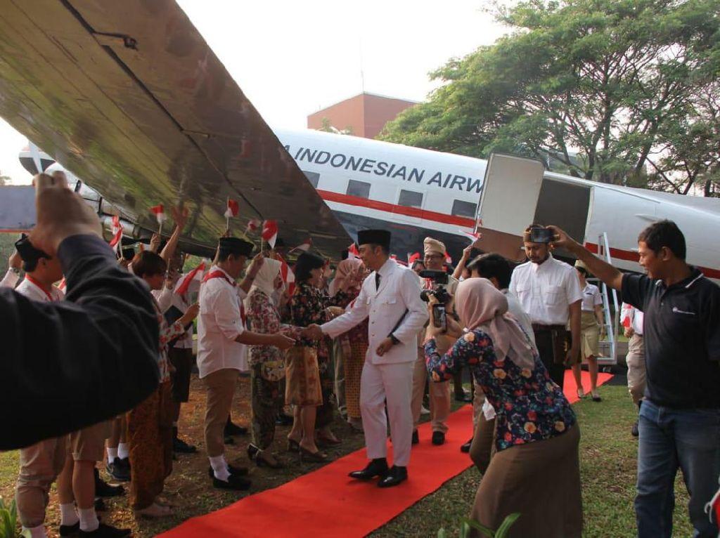 Dalam rangka memperingati Hari Kemerdekaan RI ke-74, Garuda Indonesia menghadirkan nuansa yang berbeda dan khas dalam kegiatan upacara bendera yang digelar di Kantor Pusat Garuda Indonesia, Tangerang, (17/8).