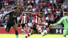 Klopp Berguyon Tanggapi Blunder Adrian di Liverpool