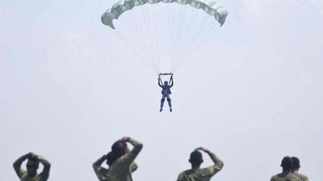Prajurit pasukan khusus 'Hantu Laut'mampu bergerak senyap dalam sunyi dengan dampak yang mematikan. Mereka tergabung dalam Yon Taifib dengan semboyan 'Maya Netra Yamadipati' yang berarti 'Senyap Mematikan'. (ANTARA FOTO/M Risyal Hidayat)