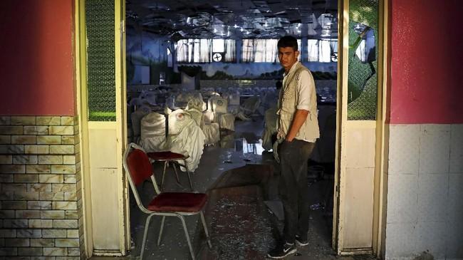 Ledakan bom terjadi di tengah kemeriahan pesta pernikahan di Kabul, Afghanistan, Sabtu (17/8) malam waktu setempat. (REUTERS/Mohammad Ismail)