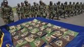 Di akhir pendidikan keparaan tersebut, prajurit yang lulus akan mendapatkan brevet freefall atau Wing Day. Kali ini Angkatan ke-XLIV diikuti sekitar 34 prajurit yang terdiri dari perwira, bintara dan tamtama. (ANTARA FOTO/M Risyal Hidayat)