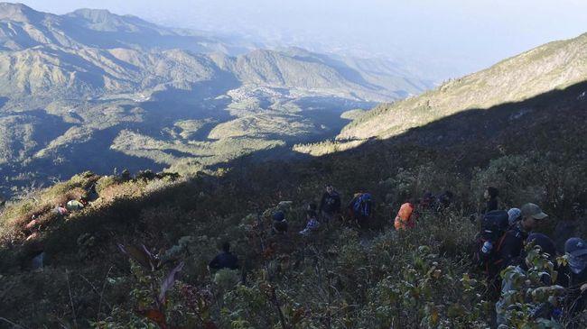 Malam Satu Suro, Jumlah Pendaki ke Puncak Lawu Meningkat
