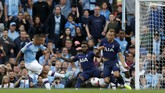 Detik-detik striker Man City Gabriel Jesus membobol gawang Hugo Lloris pada dua menit tambahan waktu babak kedua. (AP Photo/Rui Vieira)