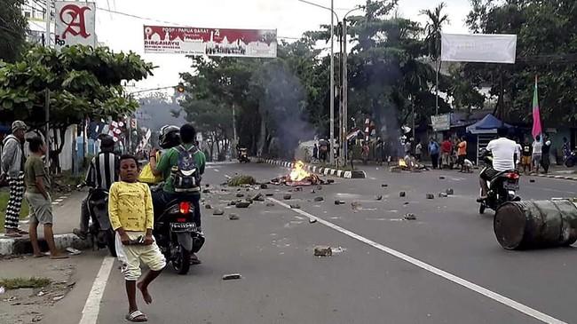 Warga pendatang dari luar Papua sempat khawatir karena kerusuhan dipicu kejadian di Malang dan Surabaya yang bernuansa rasisme. (Photo by STR / AFP)