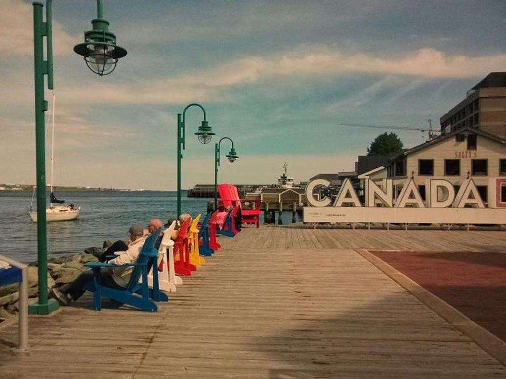Cantiknya Pelabuhan Halifax di Kanada