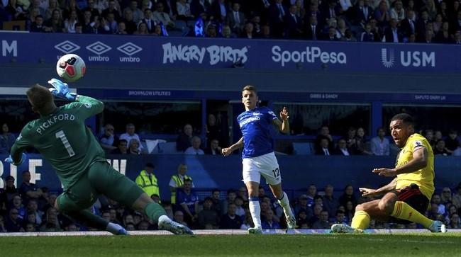 Everton harus berjuang keras untuk menang tipis 1-0 atas Watford pada pekan kedua Liga Inggris berkat gol tunggal Bernard di Goodison Park, Sabtu (17/8). (Ian Hodgson/PA via AP)