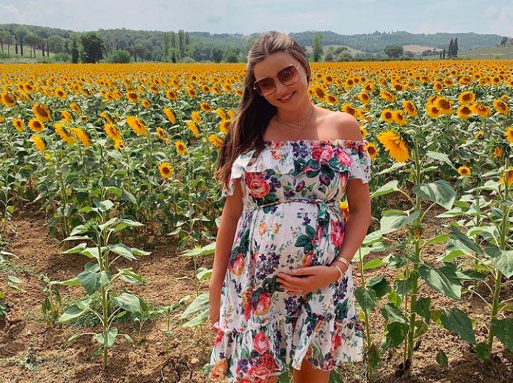 Salah satu foto terbaru Miranda Kerr di Instagram menampakkan dia sedang hamil besar. Foto: Instagram