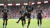 Liverpool meraih kemenangan kedua musim ini usai mengalahkan Southampton 2-1 berkat gol yang dicetak Sadio Mane dan Roberto Firmino di Stadion St's Mary, Sabtu (17/8). (Steven Paston/PA via AP)