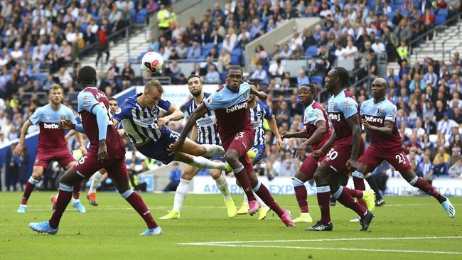 Brighton & Hove Albion harus puas berbagi satu poin dengan West Ham United karena kedua tim hanya bermain imban 1-1 pada pekan kedua Liga Inggris. (Gareth Fuller/PA via AP)
