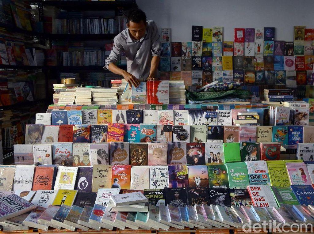 Surga Tersembunyi Pecinta Buku di Pasar Kenari