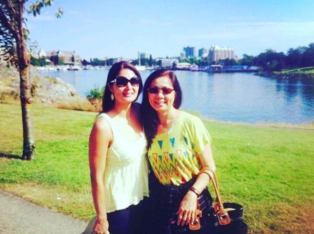 Foto bersama sang ibu beberapa tahun lalu yang ia pajang di Instagram. Foto: Instagram