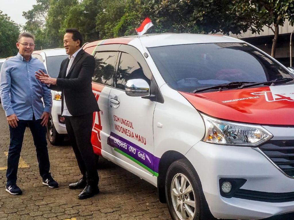 Triawan Munaf, Kepala Badan Ekonomi Kreatif dan Jason Thompson, CEO OVO berbincang mengenai SDM unggul dan kegiatan ekosistem digital Indonesia dalam menyambut perayaan Hari Kemerdekaan Republik Indonesia ke-74. Foto: dok. OVO
