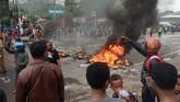 Aksi di Manokwaridipicu insiden di Jawa Timur 15 Agustus 2019. Di Surabaya, sebanyak 43 mahasiswa Papua dibawa ke Markas Kepolisian Resor Kota Besar (Mapolrestabes) Surabaya. (ANTARA FOTO/Toyiban/pras/ama)