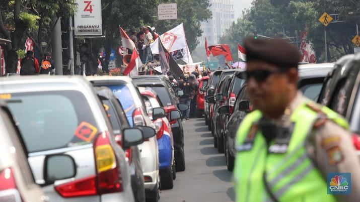 Uji Coba Ganjil-Genap Berjalan, Ratusan Driver Online Turun ke Jalan (CNBC Indonesia/Muhammad Sabki)
