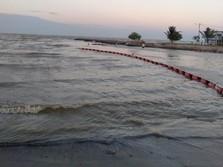 8,4 Barel Minyak Chevron Tumpah, Oil Boom Dipasang di Laut