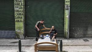 FOTO: Leha-leha Sejenak di Tengah Hiruk Pikuk Kota 'Sibuk'