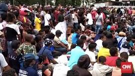 Situasi Normal, Massa Berkumpul di Kantor Wali Kota Sorong