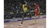 Rekor baru lain yang berhasil dibukukan Usain Bolt adalah nomor estafet 4x100 meter di Olimpiade 2012 di London. BersamaYohan Blake, Michael Frater, dan Nesta Carter, Bolt mencatatkan rekor baru 36,84 detik. (ADRIAN DENNIS / AFP)