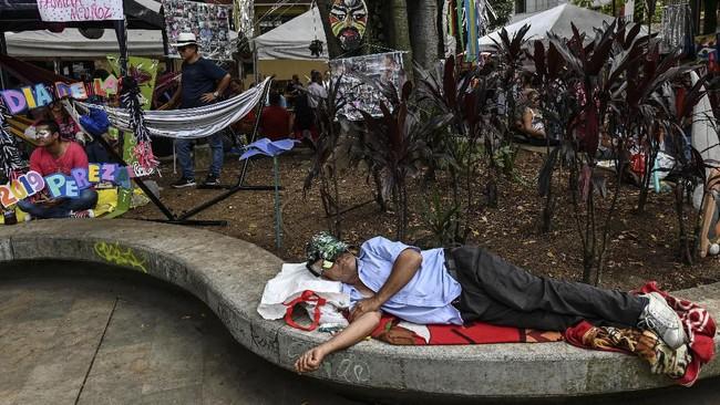 Namun, seorang penduduk, Carlos Mario Montoya (65), memiliki gagasan bahwa Itagui harus memperlambat hiruk pikuk perkotaan. Warga diminta untuk menikmati hidup sejenak.