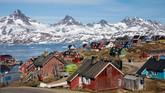 Kawasan Tasiilaq di Greenland. Besarnya volume es yang cair di Greenland bisa mengisi empat juta kolam renang berukuran Olimpiade. (REUTERS/Lucas Jackson)