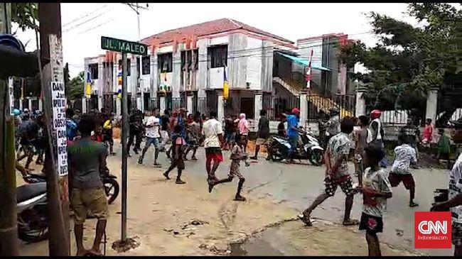 Situasi Sorong Memanas, Polisi Tembakkan Gas Air Mata